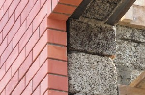 Стена из бетона и опилок