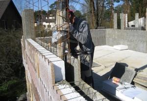 Заливка бетоном конструкции из ППС опалубки