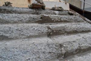 Как исправить повреждения на бетонной наружной лестнице