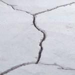 Трещина в бетонном покрытии