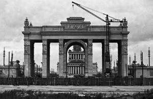 Строительство арки главного входа ВДНХ